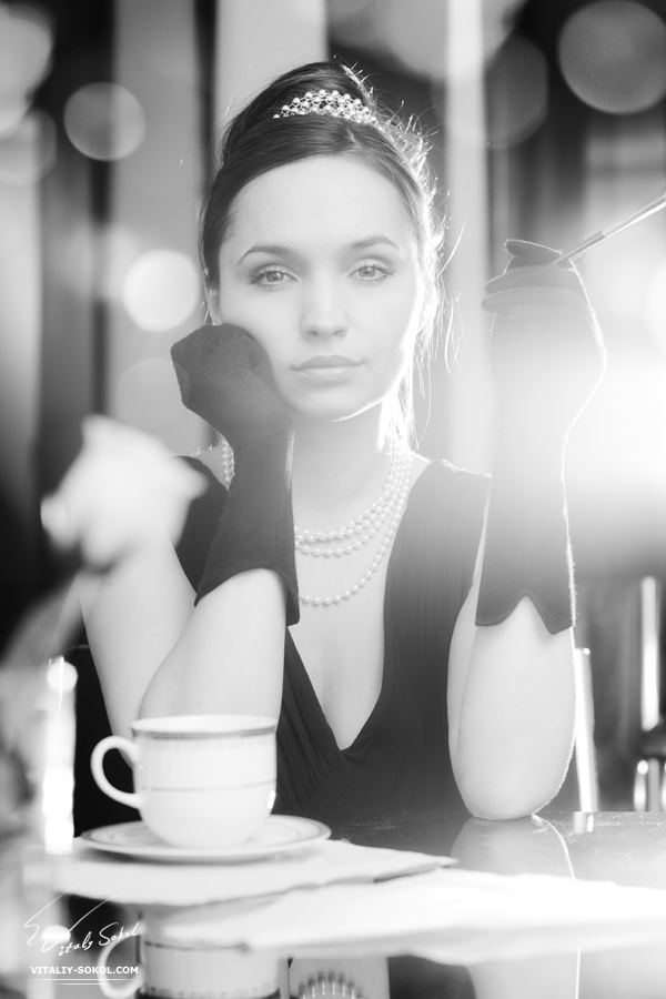 портрет со студийным светом и контровиком в кадр