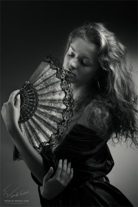 Девушка с веером
