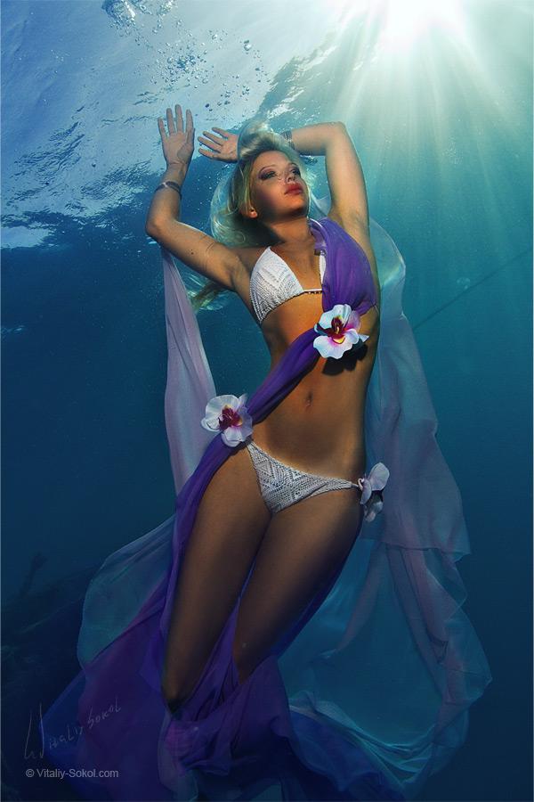 Underwater model Sandra by Vitaliy Sokol