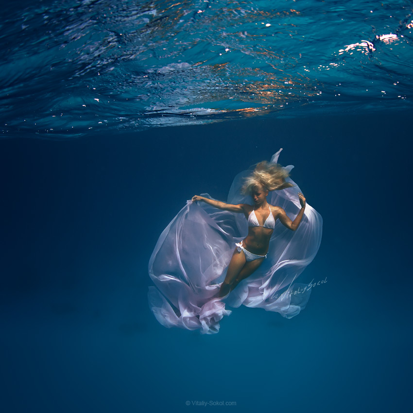 Uderwater fashion model by Vitaliy Sokol